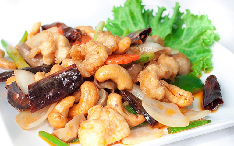 China Town Hotel Bangkok : ไก่ผัดเม็ดมะม่วง