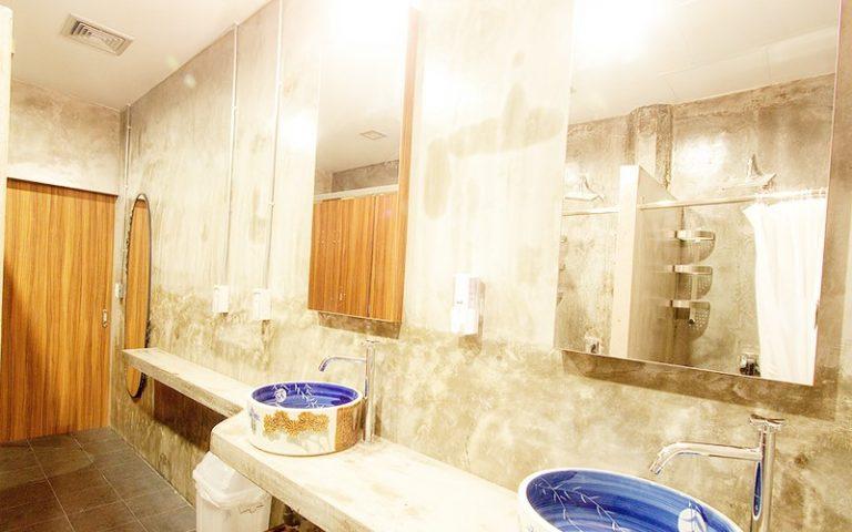 China Town Hotel Bangkok : Shared Bathroom